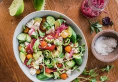 A Tomato, Avocado, Cucumber Avocado Salad, Avocado Dishes, Barbecue Side Dishes, Thai Chicken Salad, Vegetarian Lunch, Vegan Pasta, Healthy Side Dishes, Fruits And Veggies, Vegetables