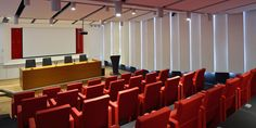 Sala de Conferencias. Reforma integral HIMOINSA Headquarters - Arquitania Business Inventions, Conference Room, San, Business, Home Decor, Board Rooms, New Construction, Kitchen Industrial, Architecture