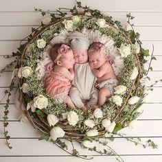 # Likes 7 Kommentare Lisa-Marie ( auf In Newborn Triplets, Newborn Baby Photos, Newborn Pictures, Triplets Photography, Newborn Baby Photography, Photography Props, Children Photography, Triplet Babies, Foto Baby