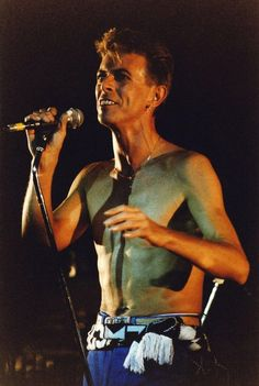 David Bowie performs on stage as part of Tin Machine at The Brixton Academy on November 1991 in London, United Kingdom. David Bowie Tattoo, Tin Machine, Brixton Academy, Bowie Starman, The Thin White Duke, Hey Man, Ziggy Stardust, David Jones, Concert
