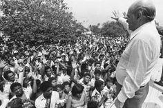 Tancredo Neves nasceu em São João Del Rei, Minas Gerais, em 4 de março de 1910. Advogado, ingressou na política pelo PP (Partido Progressista), ...
