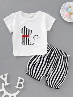 To find out about the Baby Girl Striped Cat Print Bow Tee & Shorts at SHEIN, part of our latest Baby Set ready to shop online today! Baby Set, Baby Girl Fashion, Toddler Fashion, Baby Girl Dresses, Baby Dress, Black And White Fabric, Matching Family Outfits, Baby Outfits Newborn, Cute Baby Girl