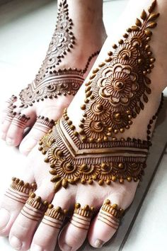Latest Amazing Mehndi Designs For Parties Hello Guys! here you will see Latest Mehndi Designs with Amazing Patterns for your Hands and. Henna Hand Designs, Dulhan Mehndi Designs, Mehandi Designs, Mehndi Designs Finger, Wedding Henna Designs, Mehndi Designs Feet, Latest Bridal Mehndi Designs, Modern Mehndi Designs, Mehndi Design Photos