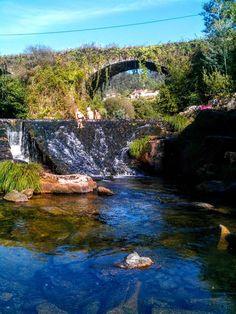 Boa tarde :D Aqui não há nortadas! A Ponte Velha de Ázere em Arcos de #Valdevez onde mesmo em dias de vento forte se está muito bem. - http://ift.tt/1MZR1pw -