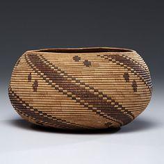 Cowan's Auctions: The Midwest's Most Trusted Auction House / Antiques / Fine Art / Art Appraisals Native American Baskets, Native American Crafts, Native American Pottery, American Indian Art, Native American Indians, Indian Baskets, Pine Needle Baskets, Textiles, Arte Popular