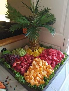 New fruit party food appetizers ideas Fruit Tables, Fruit Buffet, Dessert Tables, Food Tables, Food Buffet, Party Food Platters, Party Trays, Fruit Platters, Party Buffet