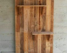Pallet Furniture Projects Pallet wall with pallet Shelf. I use them as flower pots bases. Idea sent by gur shoshani ! - Pallet wall shelves made with repurposed pallets. They can be used as flower pots bases for a vintage garden or … Pallet Home Decor, Pallet Crafts, Diy Pallet Projects, Pallet Ideas, Pallet Furniture, Wood Projects, Woodworking Projects, Wood Crafts, Furniture Plans
