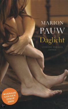 """52/75 Gelezen aug. 2015, vier sterren van mij! Ebook bij de bib: (B)(2008) Tip van Brigitte: Daglicht - Marion Pauw -  Ik heb de DVD van de film gereserveerd, maar ik wilde eerst het boek lezen. Ik had er eerlijk gezegd niet veel van verwacht, na """"Drift"""" gelezen te hebben, maar ik vond het spannend!"""