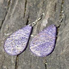 Boucles d'oreilles en paille: gouttes violettes Fibres, Drop Earrings, Jewelry, Violets, Ears, Boucle D'oreille, Locs, Bijoux, Jewlery
