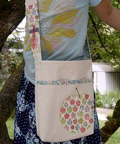 Summer Library Bag.  From Lime Gardenias via Sew Mama Sew!