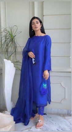 Desi Wedding Dresses, Pakistani Wedding Outfits, Pakistani Fashion Casual, Pakistani Bridal Wear, Pakistani Dress Design, Pakistani Dresses, Baggy Dresses, Girls Dresses, Indian Attire