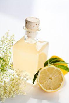 The real homemade lemon syrup Marie Claire, Chutney, Limoncello Recipe, After Dinner Drinks, Lemon Syrup, Whiskey Sour, Winter Cocktails, Elderflower, Milkshake