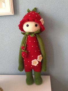strawberry mod made by Jessica Z. / based on a lalylala crochet pattern Crochet Pig, Crochet Doll Pattern, Crochet Animals, Crochet Crafts, Crochet Dolls, Yarn Crafts, Crochet Patterns, Amigurumi Doll, Amigurumi Patterns