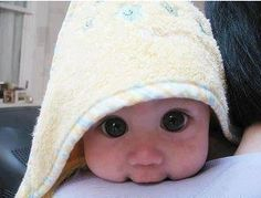 OMG I <3 babies!!! Wowza those are some eyes!!