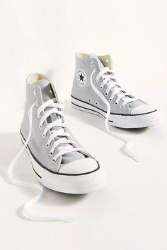 Mode Converse, High Top Converse Outfits, Hi Top Converse, High Top Sneakers, High Top Chucks, Sneakers Mode, Converse Sneakers, Sneakers Fashion, Cool Converse High Tops