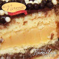 Bolo Ball: Pão de ló natural com duplo recheio de brigadeiro preto e branco. Cobertura de bolinhas de cereal de chocolate. #love #DiNorma #cake #curta #siga e #compartilhe