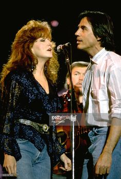 Musicians Bonnie Raitt and Jackson Browne perform together at WTTW, Chicago, Illinois, April 20, 1993.