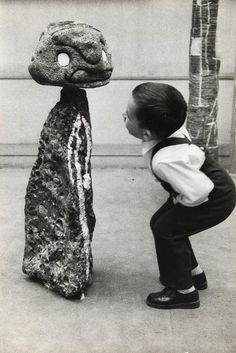 Joan Miro – Ceramique de Miro-Antigos, ca. 1975, photograph by Sabine Weiss (b.1924)