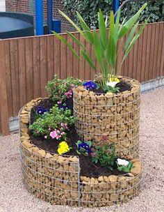 Torre de vasos, solução para jardim ou horta