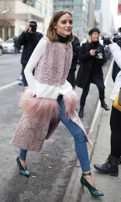 Olivia Palermo is seen on the street attending SelfPortrait during New York Fashion Week wearing a furwaist coat on February 10 2018 in New York City Street Style Trends, Street Style Rock, New York Street Style, Nyfw Street Style, Autumn Street Style, Korean Street Fashion, Cool Street Fashion, Asian Fashion, Trendy Fashion