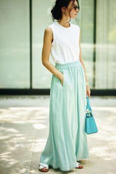 エディター坪田あさみの夏のおしゃれ「絶対涼しいルール」 五選   Web eclat   Jマダムのための50代ファッションサイト Daily Fashion, Women's Fashion, Tokyo Streets, Tokyo Street Style, Daily Style, Japanese Fashion, Phuket, Fasion, My Outfit