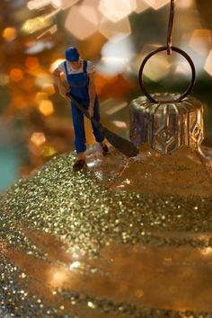 Made by Marion Schuijt. miniature photography - incredibly enchanting and surreal worlds made of little people - It's a small world afterall! Creative macro lens photography