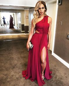 Screen Actors Guild nominee @lavernecox wears an Atelier Prabal Gurung bordeaux hand draped asymmetrical chiffon gown with a high slit and trailing sash to the Screen Actors Guild Awards.  #femininitywithabite #redcarpet #sagawards2016 #lavernecox #prabalgurung