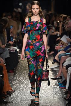 Sonia Rykiel Spring 2016 Ready-to-Wear Fashion Show Collection: See the complete Sonia Rykiel Spring 2016 Ready-to-Wear collection. Look 5 Fashion Week Paris, Fashion Week 2016, Spring Fashion, Summer 2016 Trends, Trends 2016, Spring Summer 2016, Sonia Rykiel, Weird Fashion, Colorful Fashion