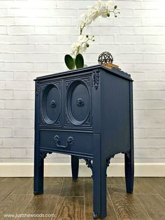 See how to spray paint furniture the easy way using the best paint sprayer. This indoor paint sprayer will make your furniture painting project a breeze. Best Paint Sprayer, Using A Paint Sprayer, Spray Painting Wood Furniture, Painted Furniture, Indoor Paint, Paint Drying, Cool Paintings, Paint Cans, Breeze