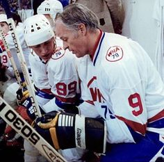 Howe and Gretzky as teammates playing for the WHA All-Stars vs. Women's Hockey, Blackhawks Hockey, Hockey Games, Hockey Players, Bobby Hull, Hockey Hall Of Fame, Hockey Boards, Detroit Sports, Wayne Gretzky