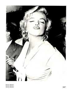 Marilyn Monroe (a. Norma Jeane Baker) was born exactly 85 years ago today. If you're not already aware that Marilyn Monroe was and still is the quintessential American sex symbol, then this galler Divas, Elvis Presley, Fotos Marilyn Monroe, Portrait Studio, Duckface, Weegee, Actrices Hollywood, Norma Jeane, Belle Photo