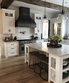 Small Kitchen Remodeling Perfect Farmhouse Kitchen Decorating Ideas For 2018 34 - Farmhouse kitchen style will be perfect idea if you want to have family gathering in your kitchen during meal time. Kitchen Decorating, Home Decor Kitchen, New Kitchen, Kitchen Dining, Kitchen Cabinets, Awesome Kitchen, White Cabinets, Kitchen White, Floors Kitchen