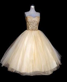 Vintage Dress // Strapless Dress Bronze Sequins and Ivory Tulle Princess Dress // Tea Length Prom Bridal Dress. via Etsy. Vintage Fashion 1950s, Vintage Dresses 50s, Vintage Prom, Moda Vintage, Vestidos Vintage, Retro Dress, Vintage Outfits, 1950s Dresses, Vintage Clothing