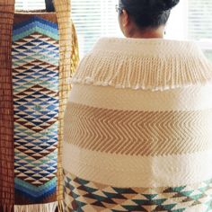 Danielle Morsette is twenty-seven years old. She has been practicing weaving for over ten years. She was born in Montana, from a father of the Stó: lō nation and a mother of the Suquamish tribe, an… Flax Weaving, Tapestry Weaving, Loom Weaving, Basket Weaving, Maori Patterns, Maori Designs, Maori Art, Knit Crochet, Coast