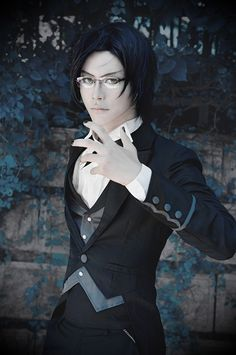 Claude Faustus cosplay, Black Butler/Kuroshitsuji, by Fuhei Mao Really hooked on this anime series right now. One of the best ones in my opinion! Cosplay Anime, Epic Cosplay, Cosplay Costumes, Cosplay Ideas, Cosplay Wings, Awesome Cosplay, Black Butler 2, Black Butler Cosplay, Black Butler Movie