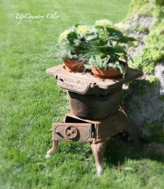 fabulous rust in the garden by UpCountry Olio: I have an old stove like this of my moms but cant bear to put it outside. Rustic Vintage Decor, Rustic Garden Decor, Garden Whimsy, Rusty Garden, Garden Junk, Garden Boxes, Flower Planters, Garden Planters, Container Plants