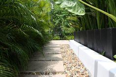 Texturas de piso espacios perimetrales piscina. (From Camilo Pulido Aquitectos)