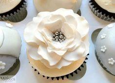 Engagement cupcakes - flower