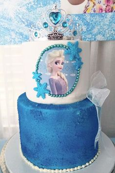 Take a look at this wonderful Frozen-themed birthday party! The cake is magical! See more party ideas and share yours at CatchMyParty.com Frozen Birthday Theme, Frozen Theme, Birthday Party Themes, I Party, Party Ideas, Themes Photo, Glitter Eye, Ideas Party