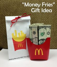 Money Fries – The Perfect Money Gift Idea (Making Memories . One Fun Thing After Another) Money Fries – The Perfect Money Gift Idea. Birthday Money Gifts, Graduation Gifts, Gift Money, Money Gifting, Money Cake, Best Christmas Gifts, Christmas Fun, Homemade Gifts, Diy Gifts
