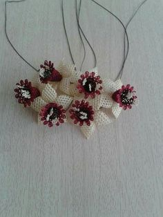 Needle Lace, Needle And Thread, Lace Making, Needlework, Diy And Crafts, Christmas Wreaths, Crochet Earrings, Holiday Decor, How To Make