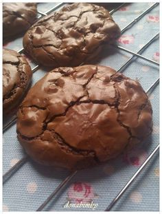 Mais uma bolachinhas deliciosas, uns verdadeiros brownies mas em forma de cookies. Estas cookies foram feitas para o meu filhoTomás...