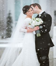 The winter wedding is magical wedding that coincides on the snowy winter, festive, and holiday months. The winter months start … Simple Wedding Gowns, Amazing Wedding Dress, Luxury Wedding Dress, 2015 Wedding Dresses, Wedding Dress Styles, Wedding Tips, Wedding Photos, Wedding Outfits, Wedding Attire