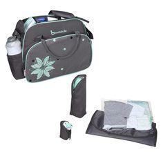 Die leichte Wickeltasche Vintage in Grau Türkis von Badabulle bietet Platz für alles, was Sie unterwegs für Ihr Baby benötigen. Zum Zubehör der sportlichen Tasche zählen eine Wickelunterlage, ein isolierter Flaschenbehälter, eine Schnullertasche und ein transparenter Beutel für nasse Kleidung oder Feuchttücher. Mit der integrierten Kinderwagenbefestigung lässt sich die Tasche an Buggy oder Kinderwagen befestigen.