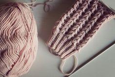 Pitsisukat Mukavaa alkavaa viikonloppua. Sateiset säät on hyvä syy jäädä sisälle neulomaan. Lisää neulontaohjeita siis luvassa, kuten ... Knitting Socks, Knitting Stitches, Chrochet, Knit Crochet, Knitting Designs, Knitting Ideas, Needle Felting, Mittens, Diy And Crafts
