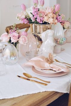 17 Incredibly Stunning Easter Table Decor Ideas | Image ©thepinkdream | Are you looking for the best easter table decor. Then you need to check out this post all about spring tablescapes. It has everything from spring tablescapes simple to spring tablescapes farmhouse. It even has spring table decorations dollar stores. #easter2021 #easterdecor #tabledecor