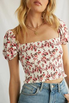 Forever 21 is the authority on fashion & the go-to retailer for the latest trends, styles & the hottest deals. Shop dresses, tops, tees, leggings & more! Crop Top Outfits, Cute Casual Outfits, Tops Bonitos, Forever 21 Outfits, Mode Boho, Floral Crop Tops, Cute Tops, Women's Tops, Aesthetic Clothes