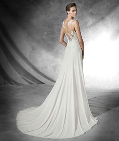 Pronovias 2016 | Vestido de noiva - Modelo Pradal em gaza com aplicações de renda rebrodé, bordado com fio e pedraria