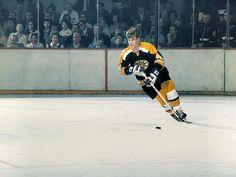 Quinn restrained from Orr – Vintage Sports Images Hockey Teams, Hockey Players, Ice Hockey, Hockey Stuff, Pat Quinn, Bobby Orr, Boston Bruins Hockey, Star Wars, Boston Sports