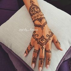 23 hand tattoos you can make with henna - henna tattoo - . - 23 hand tattoos you can make with henna – henna tattoo – - Henna Tattoo Muster, Tattoo Henna, Henna Mehndi, Mehendi, Simple Henna Tattoo, Cute Henna Tattoos, Tribal Hand Tattoos, Henna Inspired Tattoos, Paisley Tattoos